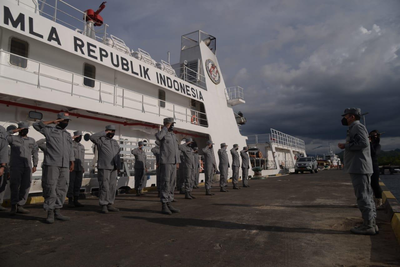 Kepala Kantor Kamla Zona Maritim Tengah Lepas KN P. Marore-322 Untuk Operasi Cegah Tangkal