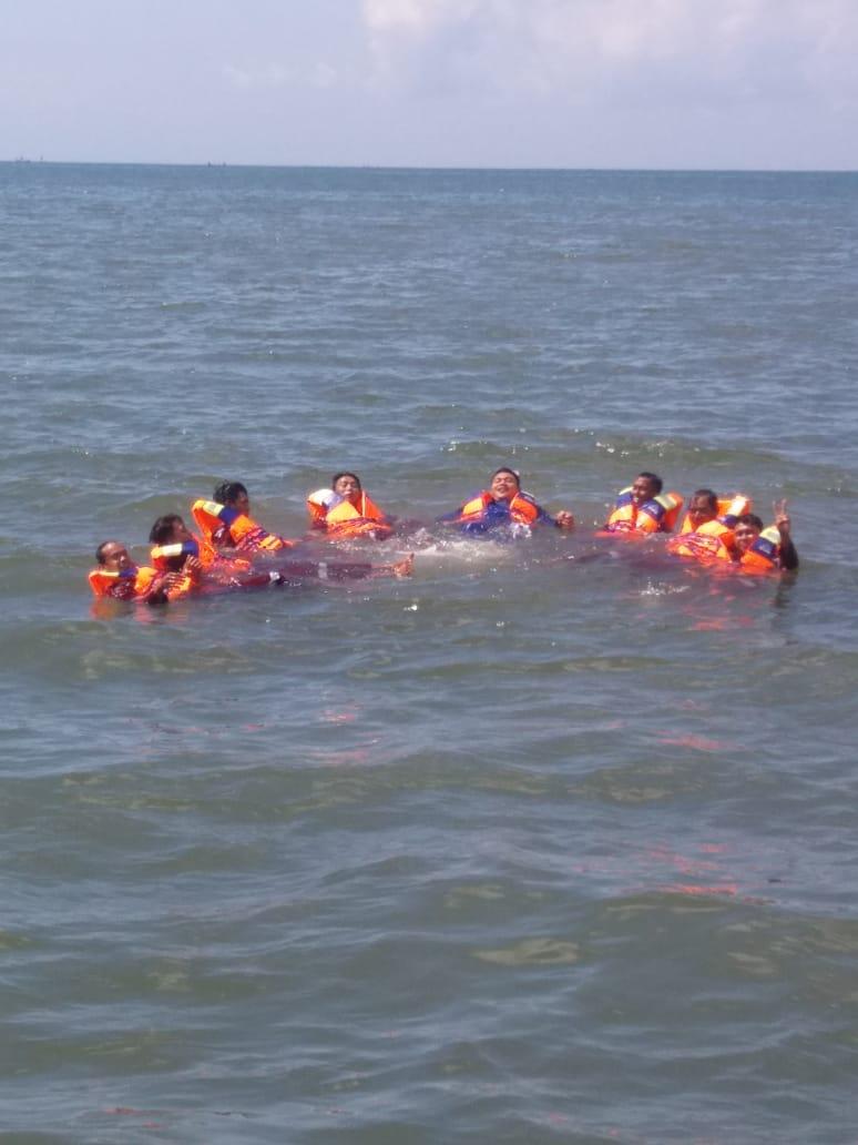 Bakamla Latih Nelayan Banyuwangi Bertahan Hidup di Laut