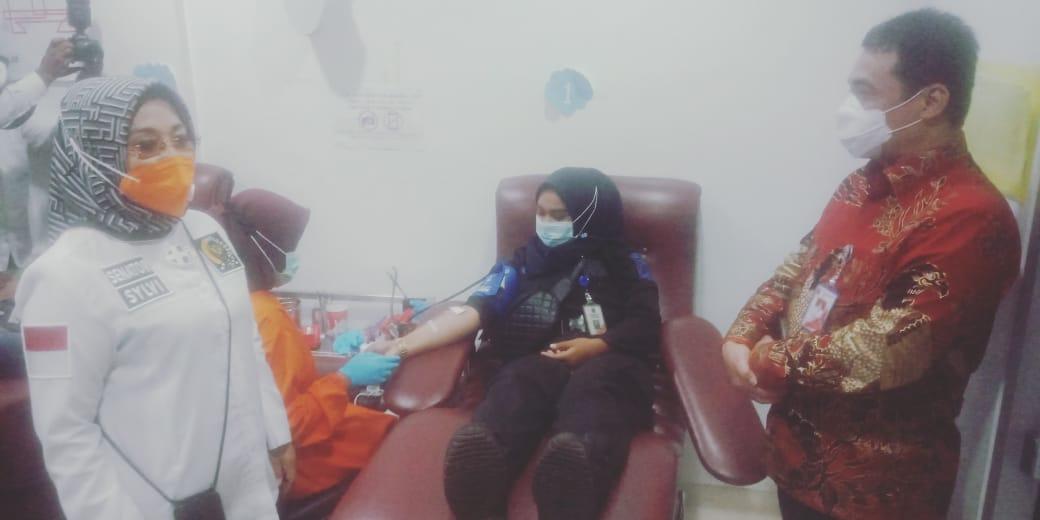 Wagub Acungkan Jempol  : Kolaburasi aksi Donor Mpok Sylvi Dengan PMI Kota Jaksel