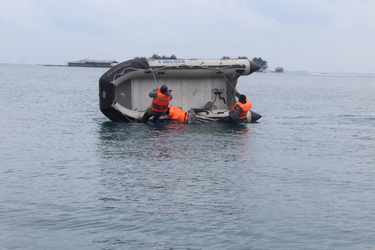SRT Bakamla RI Latihan Teknik Operasional Perahu Karet, dan Long Range Navigation.