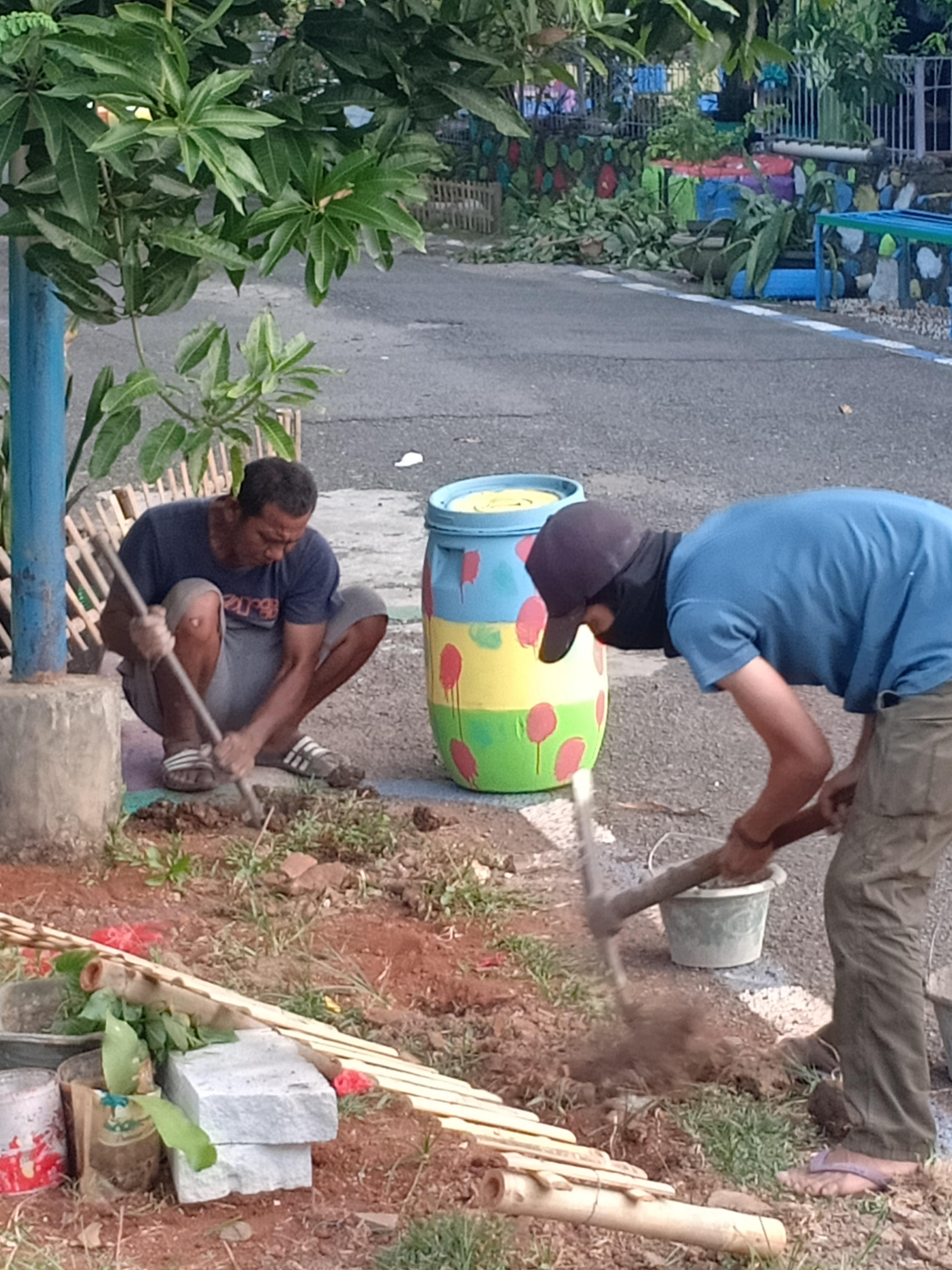 Endang Kosasih, Pengrajin Bambu Yang Suka Membantu