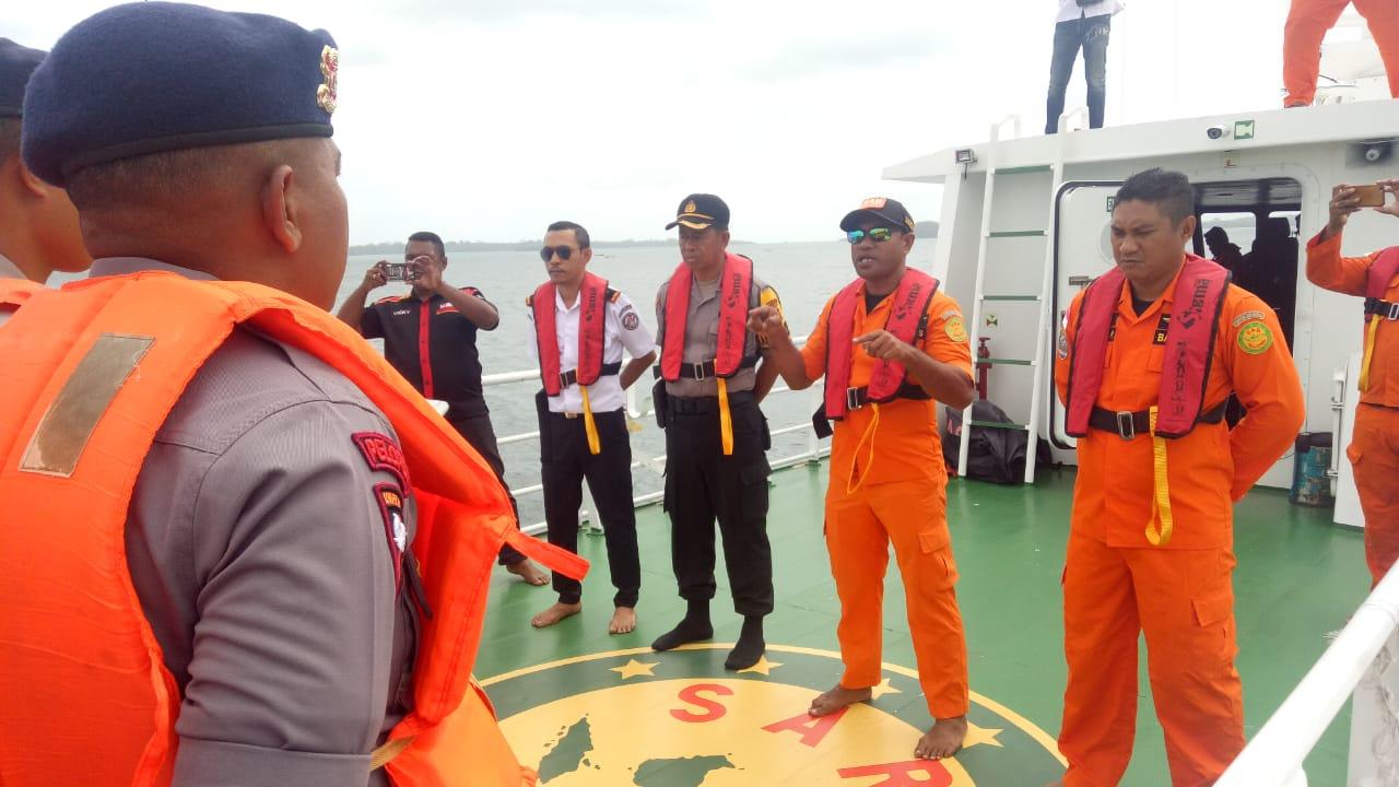 Bakamla SPKKL Tual Evakuasi KM Sinar Jaya Yang Alami Rusak Mesin