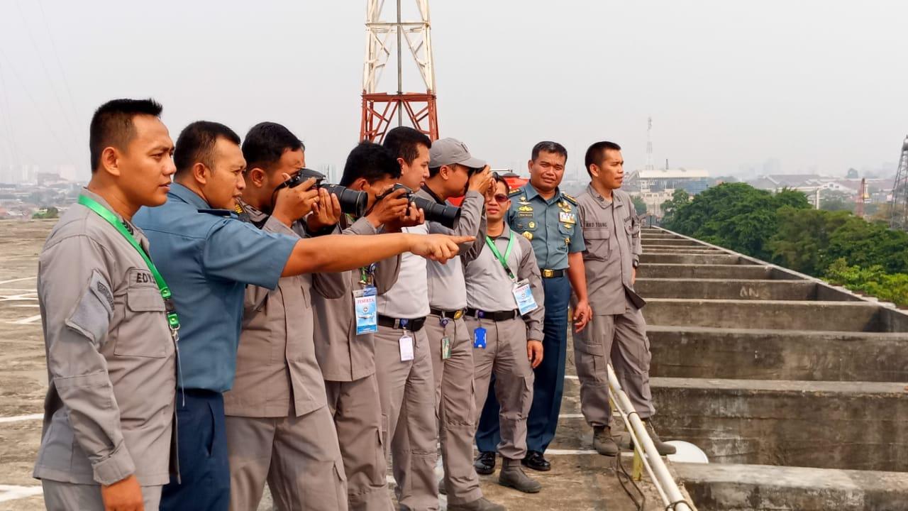 Personel Bakamla RI Tingkatkan Kemampuan Pengambilan Foto Udara Maritim