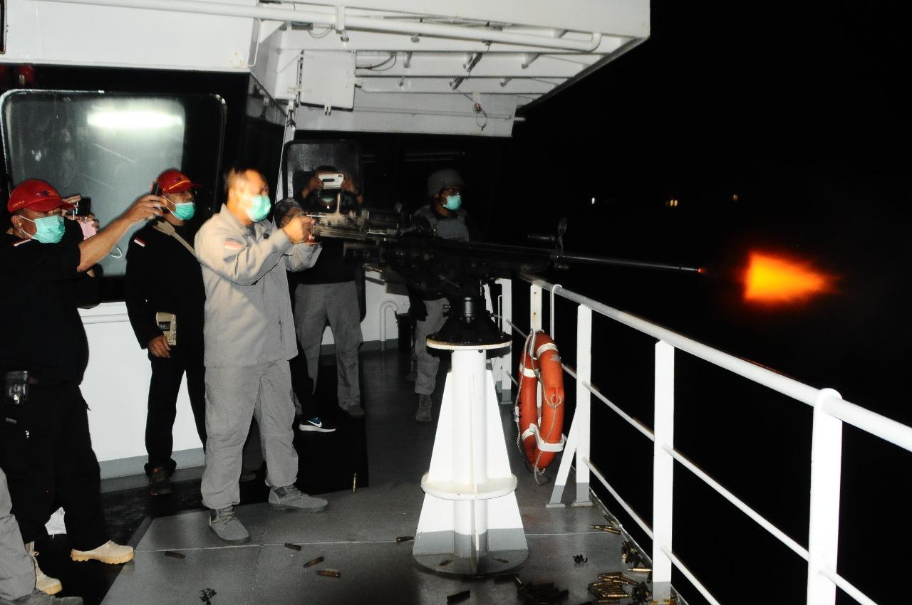 ABK KN Pulau Marore-322 Latihan Menembak Di Atas Geladak Kapal