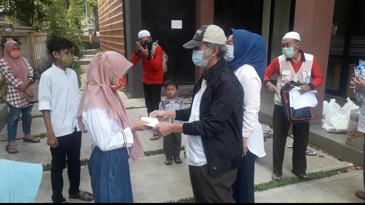 Masjid Bab Al Rusydi Universitas Islam Jakarta Bantu Kaum Duafa dan Anak Yatim