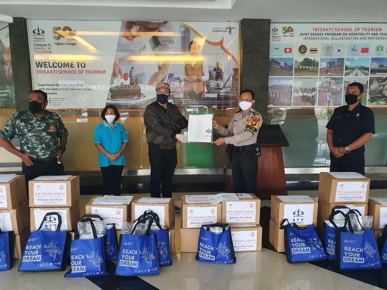 STP Trisakti Peduli Pandemi Covid-19 Berikan APD dan Masker Ke Sejumlah Rumah Sakit