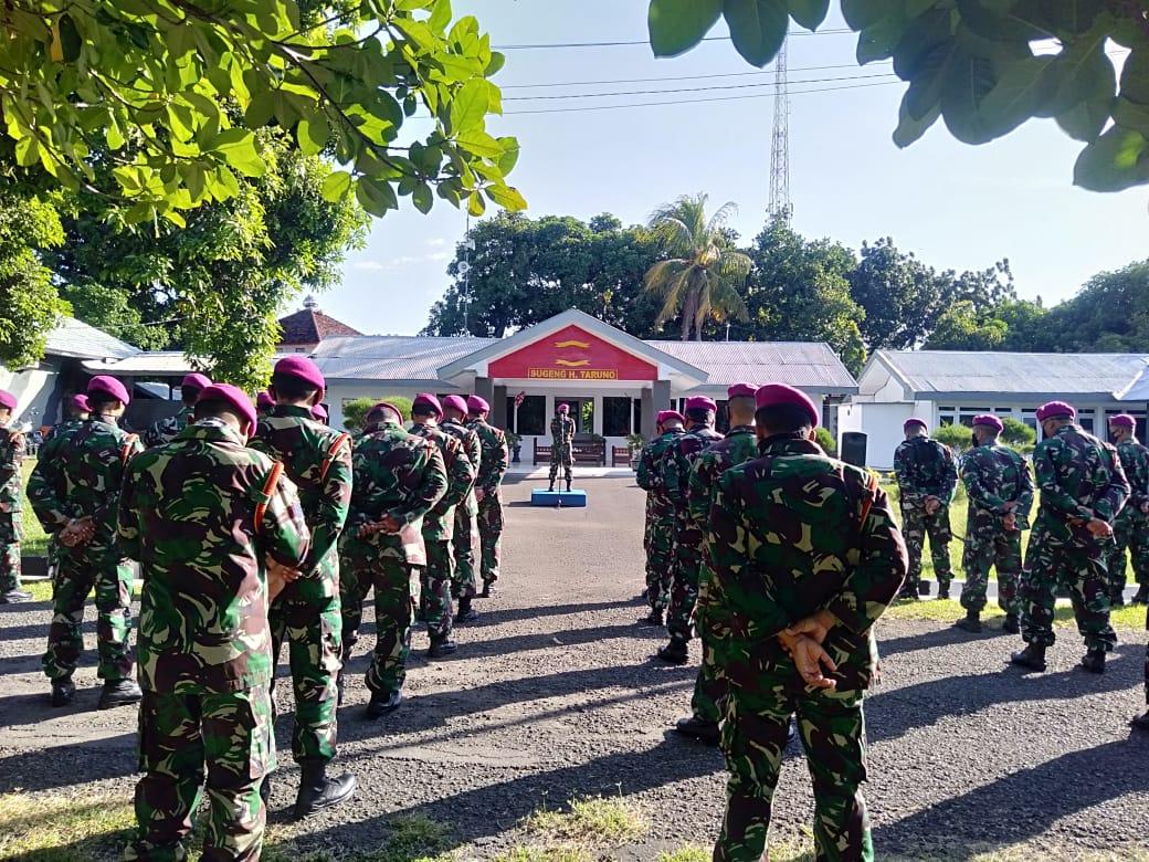 Mengawali Kehidupan New Normal Komandan Puslatpurmar 5 Baluran Cek Kelengkapan Personel di Bawah J
