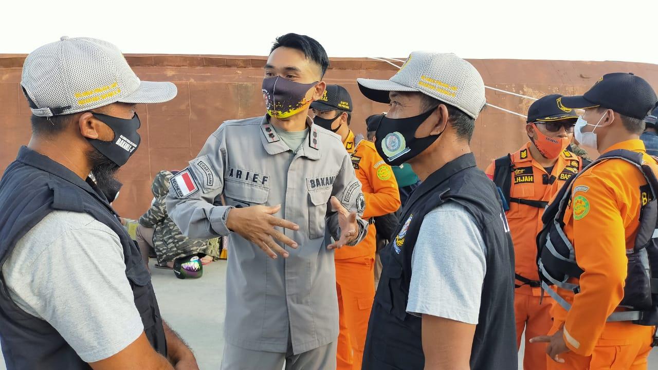 SPKKL Sambas Bakamla RI Bantu Evakuasi KMP Bili Alami Karam