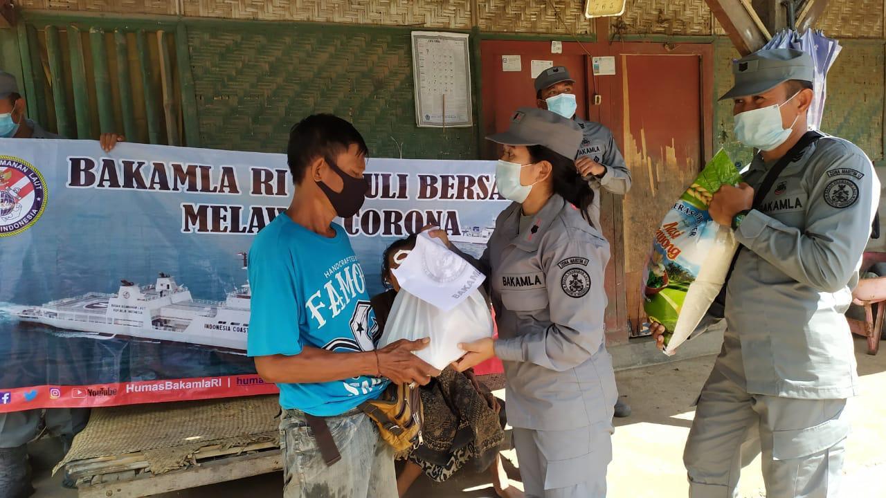 SPKKL Bali Salurkan Sembako Bagi Masyarakat Pesisir Dampak PPKM Darurat