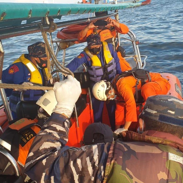 SPKKL Sambas Kembali Evakuasi 11 Korban Kapal Tenggelam di Perairan Kalbar