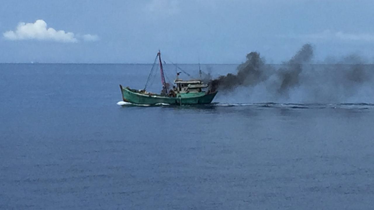 Aksi Kapal Bakamla RI Sergap Kapal Ikan Vietnam di Laut Natuna Utara