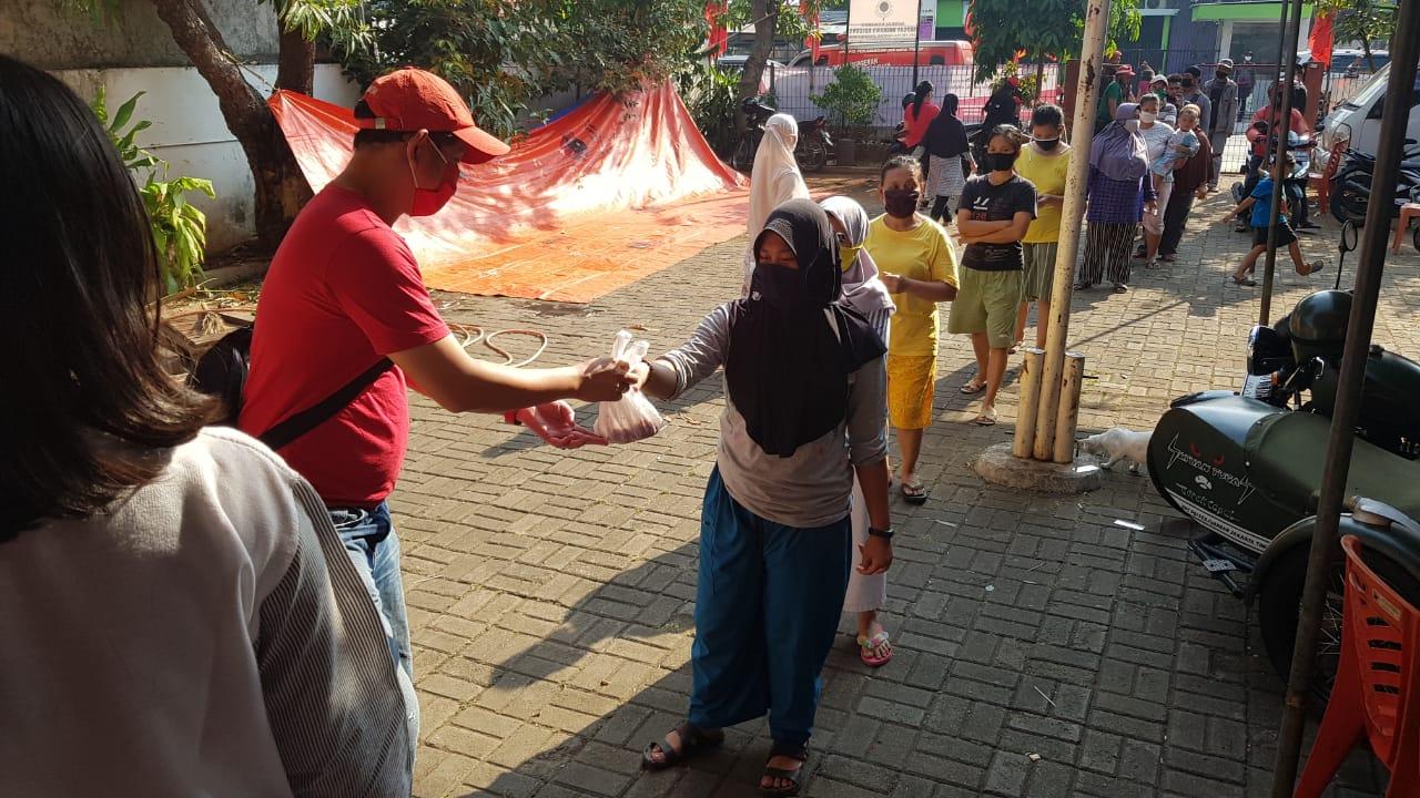 DPC PDI Perjuangan Jakarta Timur Salurkan 700 Kantong Daging Qurban
