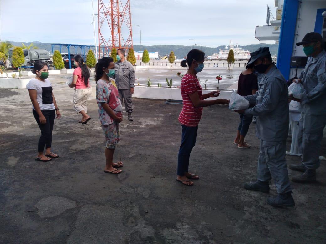 Kamla Zona Maritim Timur Bagikan Ratusan Paket Sembako Bagi Nelayan