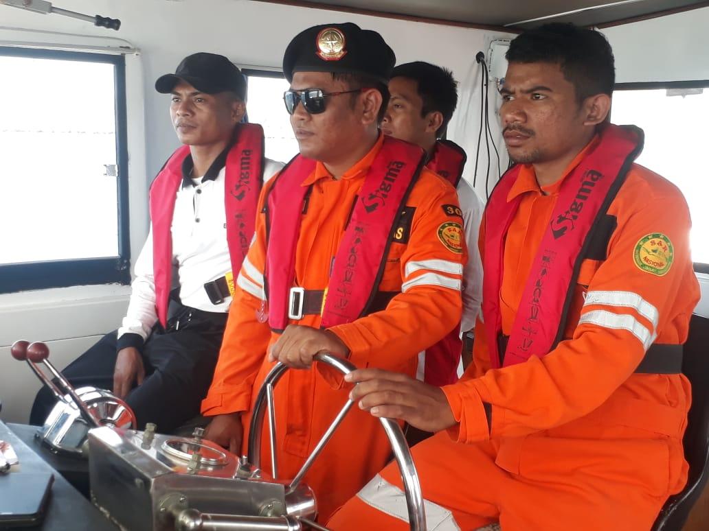 SPKKL Kupang Bakamla - Basarnas Cari Korban Kapal Tenggelam