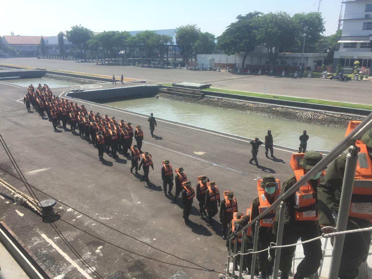 Puluhan Siswa  Diklatsarmil Bakamla RI Layar dengan KRI Makassar