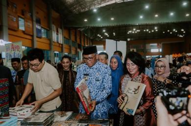Bazar Buku Big Bad Wolf Resmi Dibuka Untuk Tingkatkan Minat Baca Masyarakat Sulawesi Selatan