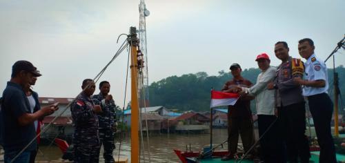 Bendera Merah Putih Berkibar Di Kapal Nelayan Sambas