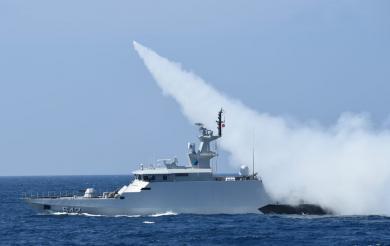 Dua Kapal Perang TNI AL Berhasil menembakkan Rudal C-705 dan Mengenai Target