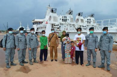 Bakamla RI Jemput Dua Nelayan Indonesia di Perbatasan Malaysia