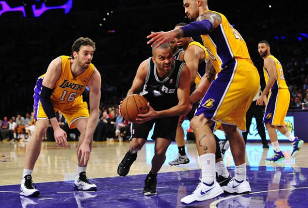 San Antonio Spurs Tundukan LA Lakers